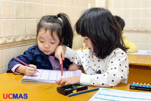 Cho trẻ 4 tuổi học toán tư duy ở ucmas