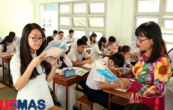Kinh doanh giáo dục phổ thông